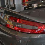 phare arrière droit d'une Aston Martin Vantage noire 2008 - EXO Automobiles