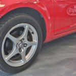 Roue arrière droite d'une Toyota MR2 Spyder 2004 rouge - EXO Automobiles
